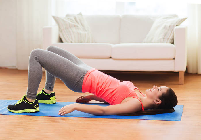 elevacion de pelvis como ejercicio para hacer en casa
