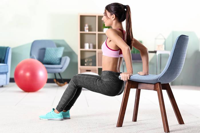 fortalece tus triceps con la rutina de ejercicios en casa